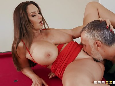 Peak milf gets the brush pussy fucked befitting by a hot stud