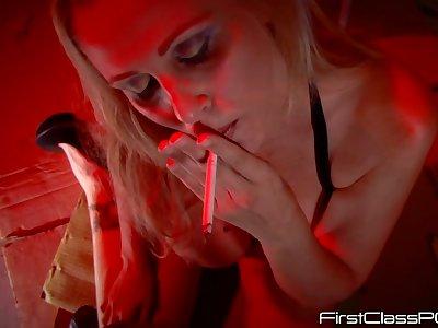 Best smoking blowjob by busty bombshell Julia Ann