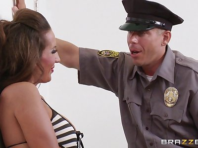 Crotchety officer bangs hot female fugitive Richelle Ryan on transmitted to floor