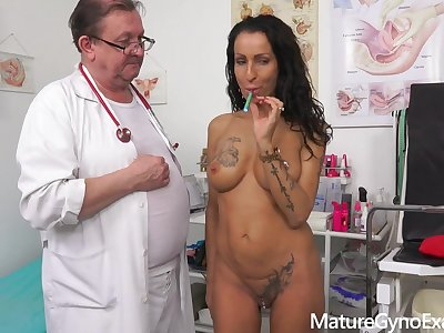 Kinky gyno exam and tyrannical orgasm of exciting MILF Valentina Sierra