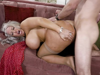 Big-chested Alura Jenson opens her legs and rides the wave