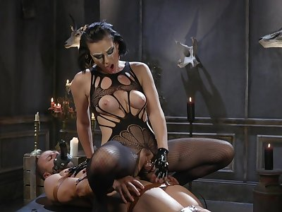 MILF acts evil with obedient man's pompously dong