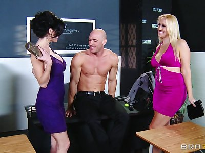 Balls deep threesome seascape with Alana Evans and Veronica Avluv