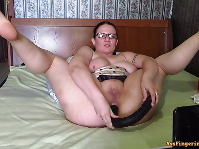 Big-Breasted, mature Mommy, fucks their way holes on webcam
