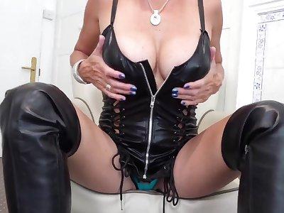 My Dusky Leather Thigh Waitress Pt1 - TacAmateurs