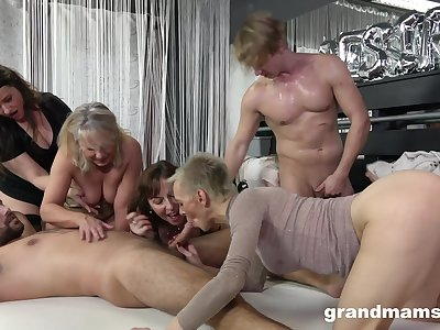 Sex party on the binding just about lots of cock hungry mature amateurs