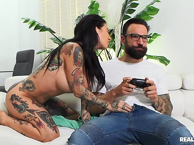 Tattooed girlfriend Joanna Angel gets fucked while bringing off games