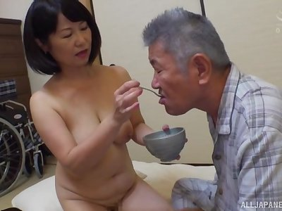 Japanese mature Kanasugi Rio spreads her legs to be fingered