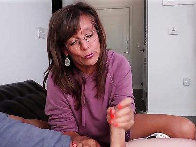 Mature Talisman Masseuse Erotic Handjob