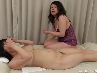 Chunky Japanese mature gets her pussy pleasured by Mizuno Yoshie