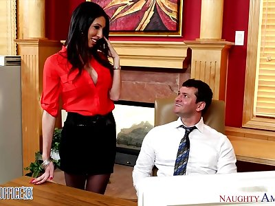 Sexy and voluptuous accountant Dava Fox seduces one be advantageous to her co-workers