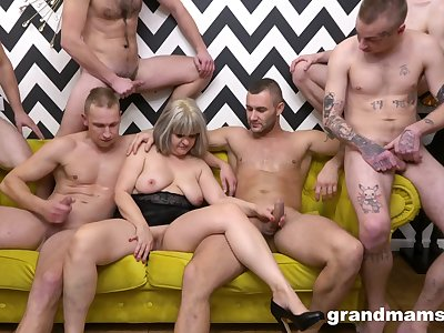 Naked mature is midst younger lads waiting to fuck her hard